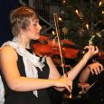 """Bis zum letzten Platz besetzt waren Aula und Ränge beim traditionellen Weihnachtskonzert am """"Elly"""". Das Programm spiegelte die Vielfalt des musikalischen Schaffens und Könnens an der Schule wider: Dabei wechselten sich weihnachtliche Lieder, festliche Musik..."""