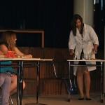Chemieunterricht: Laura Weigl erklärt Wirkung des Alkohols auf Würmer: Fazit der Schülerinnen: Trink Alkohol und du wirst nie Würmer haben