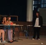 Sita Kraus zeigt, wie man mit schwätzenden Schülerinnen umgeht