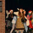 Sie hatten ein buntes Programm auf die Beine gestellt, unsere vier 5. Klassen: Mit ihren Szenen, Sketchen, Gedichten und musikalischen Darbietungen zauberten sie schnell eine vorweihnachtliche Stimmung in die Aula. Eher besinnlich: Ein Weihnachtsgedicht von...