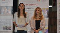 """Sophie Salfetter und Theresia Wittmann, beides Schülerinnen der Q11, haben an einem Training des Anne-Frank-Zentrums in Berlin teilgenommen und dürfen sich jetzt """"Anne-Frank-Botschafterinnen"""" nennen. Angefangen hatte alles mit der Anne-Frank-Ausstellung in Weiden im November 2012,..."""