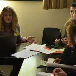 Joelle Helgert (Q12) in Verhandlungen mit ihren Fraktionsmitgliedern
