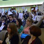 Die Abgeordneten stimmen über einen Gesetzesvorschlag ab