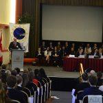 Robert Bindels, die 2. Schulleitung der Afnorth International School, eröffnet mit einer kurzen Ansprache an die SchülerInnen die Europa-Simulation 2014