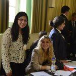 Sophie Salfetter (rechts, Q11) mit einer Mit-Abgeordneten