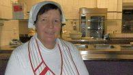 """Im November 2014 wurde eine bundesweite Studie zum Schulessen veröffentlicht. Wir haben unsere Köchin Frau Rosi Pausch zu ihren Erfahrungen befragt: Frau Pausch, gibt es am """"Elly"""" auch zu viel Fleisch? So eine generelle Aussage..."""