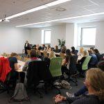 Im Rahmen ihrer P-Seminare werden die Schülerinnen im Bewerbungstraining von ihrem externen Partner Witt gecoacht