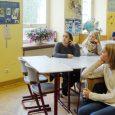 """Im Rahmen ihres Besuchs beim AK Asyl konnten die Schülerinnen der 8. Jahrgangsstufe des Sozialwissenschaftlichen Zweigs die Arbeit des Vereins und seine Entstehungsgeschichte näher kennenlernen. """"Jedes Kind sollte die Chance auf eine gute Bildung bekommen"""",..."""