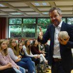 Gedächtnistrainer und Dozent Hofmann am Elly-Heuss-Gymnasium
