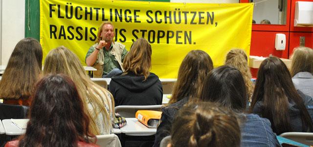 Amnesty International lädt zu einem Vortrag mit Urs M. Fiechtner am Elly-Heuss-Gymnasium Wegen seines Einsatzes für Menschenrechte ist Urs. M. Fiechtner (geboren 1955 in Bonn, aufgewachsen in Chile, Schriftsteller und Begründer der interkulturellen autorengruppe79) in...