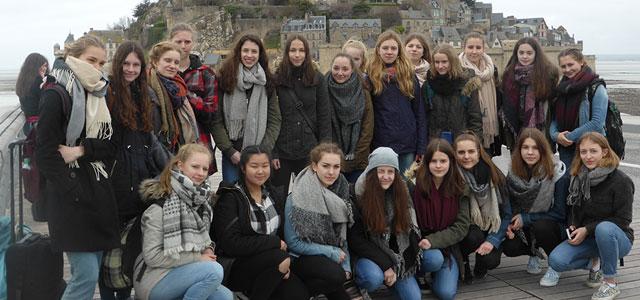 Schüleraustauschfahrt des Elly-Heuss-Gymnasiums nach Caen in der Normandie 22 Schülerinnen der 9. und 10. Klassen des Elly-Heuss-Gymnasiums, begleitet von ihren Lehrkräften Dagmar Paulus und Doris Zimmermann, machten sich vom 9. bis 17. März auf die...